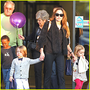 angelina-jolie-kids-brad-pitt-parents