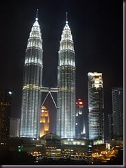 KL - Petronas twin towers at night