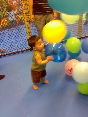 最愛這裡了.抓氣球